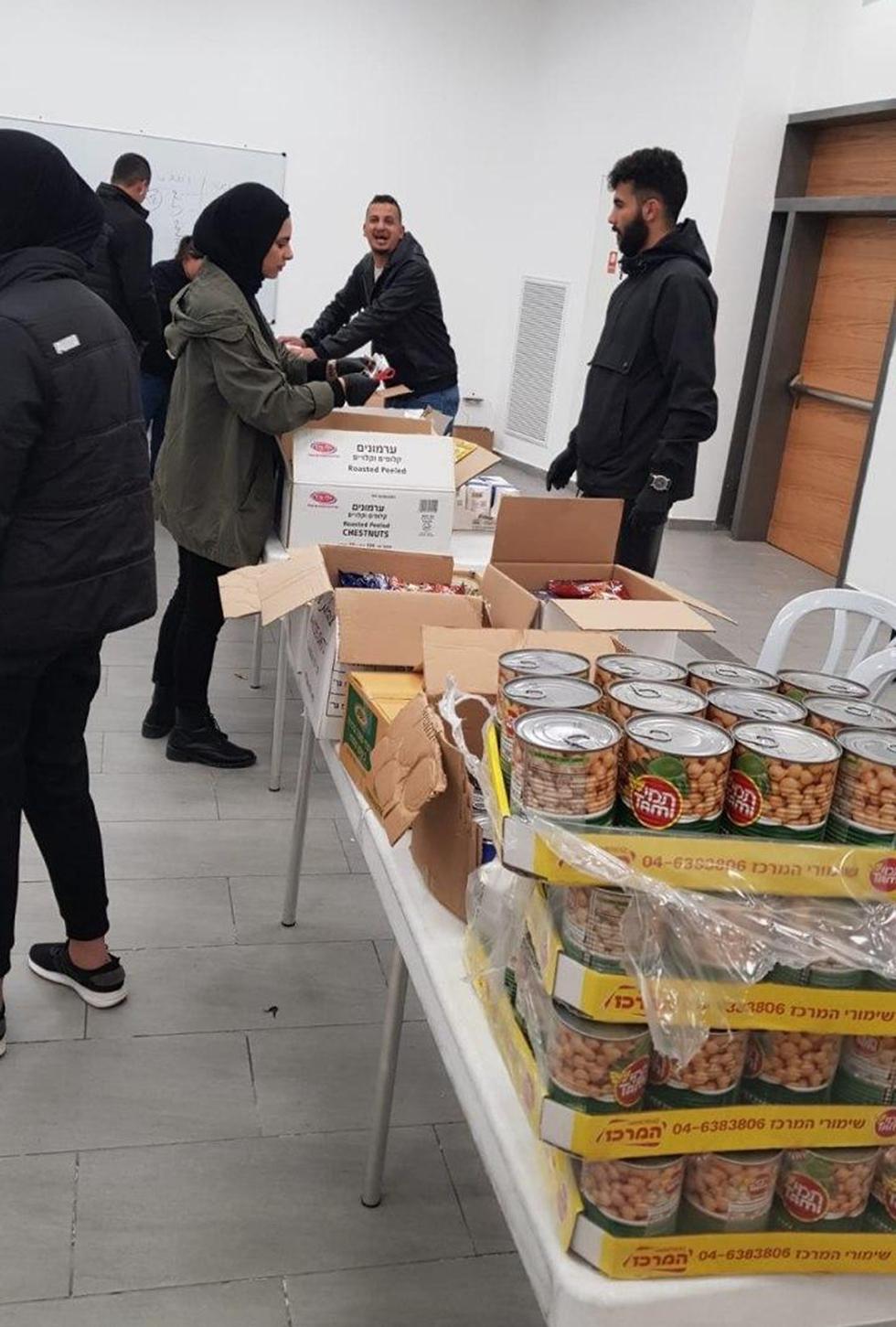 חלוקת מזון בירושלים בעקבות נגיף הקורונה (צילום: דוברות עיריית ירושלים)