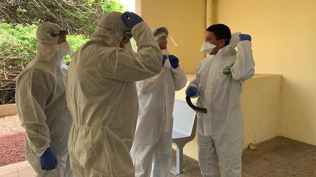 Полиция и инспекторы минздрава проверяют соблюдение домашнего карантина. Фото: пресс-служба минздрава