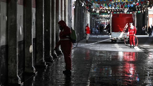 חיטוי ב דמשק סוריה נגיף קורונה (צילום: AFP)