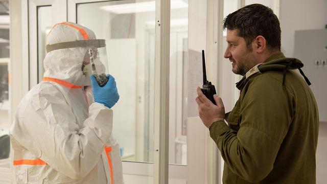 מעבדה לזיהוי נגיף הקורונה בצה