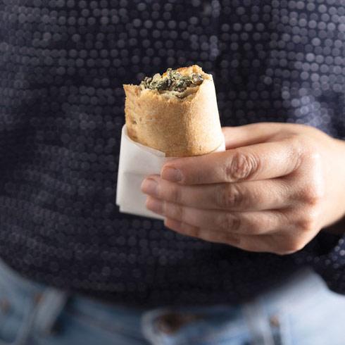 כיסוני כוסמין עם מנגולד ועדשים (צילום: דניאל לילה, סגנון: נעמה רן)