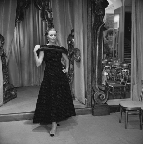 אף פעם לא יוצאת מהאופנה. בטינה גרציני בשמלה שחורה קטנה, 1967 (צילום: Reg Lancaster/GettyimagesIL)