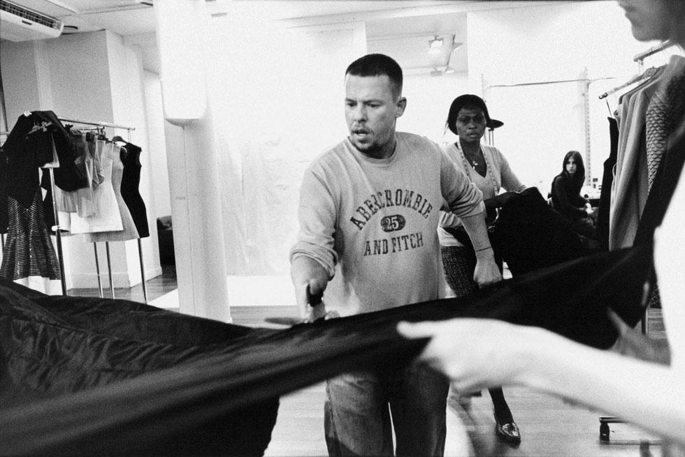 """אחד מסרטי התעודה המרתקים שנעשו על אופנה ובכלל. """"מקווין"""" (צילום: באדיבות yes דוקו)"""