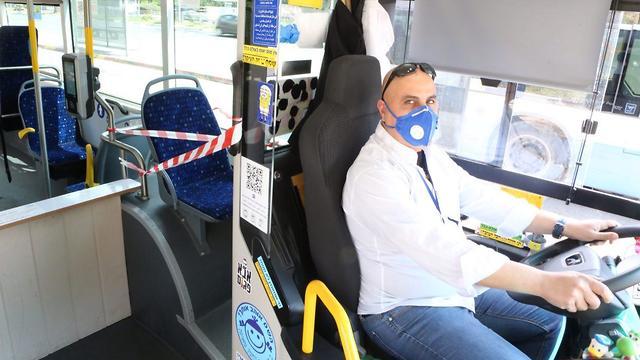 В автобусе тель-авивского маршрута № 4 (צילום: מוטי קמחי )