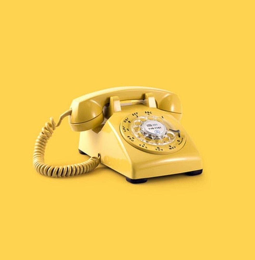טלפון חוגה ישן בצבע בז' ()