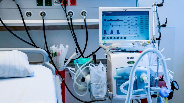 Производителей пылесосов Dyson тоже просят выпускать аппараты искусственного дыхания. Фото: AFP (צילום: AFP)