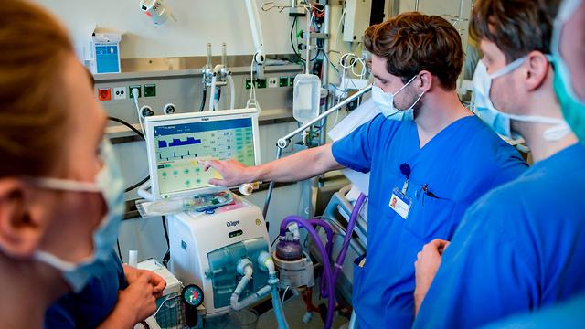 Аппарат искусственного дыхания в больнице Гамбурга. Фото: AFP (צילום: AFP)