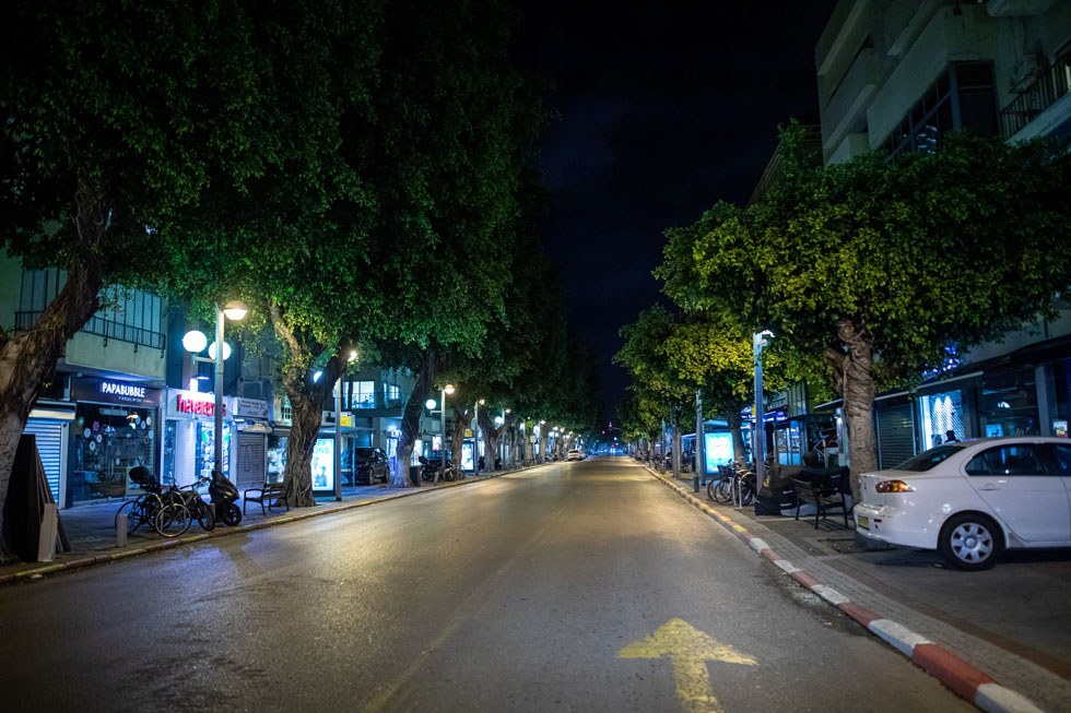 רחוב דיזנגוף בתקופת הסגר. בענפי הבידור, המזון, הבילוי והתיירות יש פגיעה משמעותית, שלא ברור מתי תיפסק (צילום: טל שחר)
