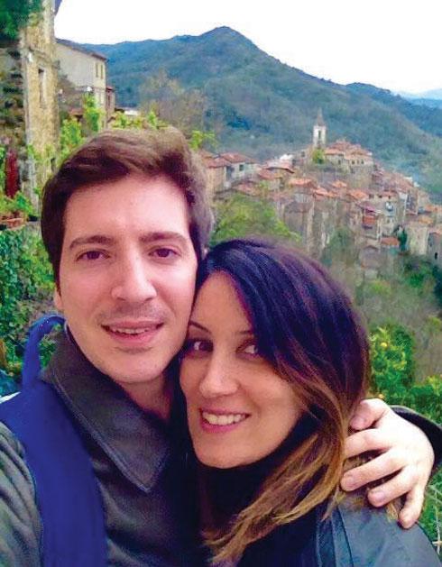 """עם בעלה רוברט פליני. """"החיים בלי קורונה הם שלווים וטובים. פארמה היא עיר נהדרת"""" (צילום: אלבום פרטי)"""