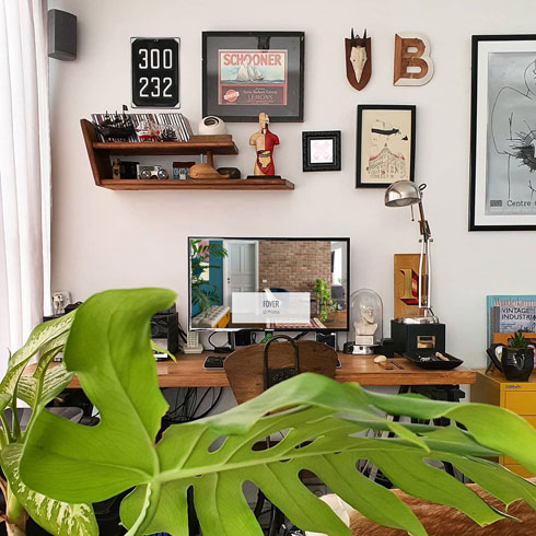 התייחסות לקיר הופכת את הפינה לחלק מעיצוב הסלון (צילום: מיקי סלונים)