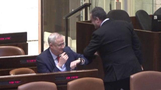 ישראל כץ בני גנץ הצבעה בכנסת (צילום: ערוץ הכנסת)