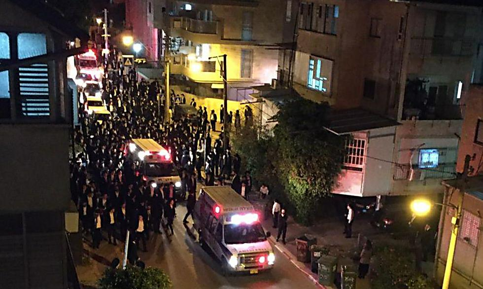 Несмотря на коронавирус. Похоронная процессия в Бней-Браке