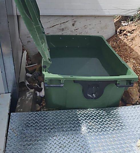 פח האשפה הוסב למקווה מאולתר