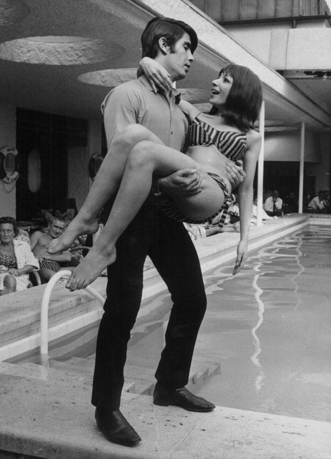 אסתר ואבי עופרים, 1965. גם המלכה אליזבת התפעלה מהם (צילום: GettyimagesIL)
