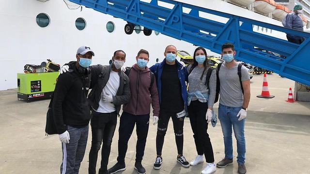 אנשי צוות שוחררו בליסבון  ()