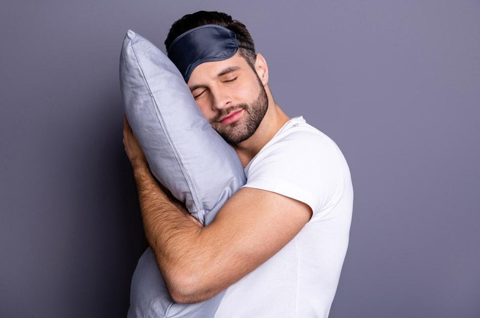 במחקר, שפורסם ב־2006 בכתב העת Sleep, נמצא שאנשים שישנים שש שעות או פחות בלילה נמצאים בסיכון גבוה יותר ב־66%  לסבול מיתר לחץ דם לעומת אנשים שישנים 7־8 שעות בלילה (צילום: Shutterstock)
