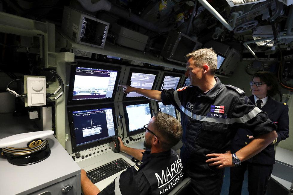 צרפת נגיף קורונה מפקד בחיל הים הצרפתי ב צוללת (צילום: AP)