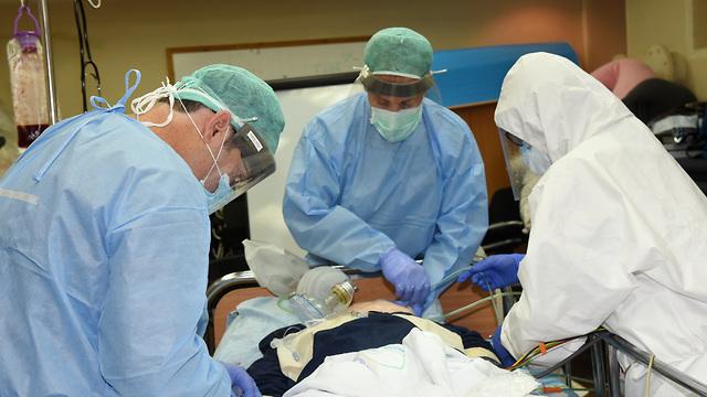 טיפול בחולי קורונה במרכז הרפואי סורוקה (צילום: דוברות מרכז רפואי סורוקה)