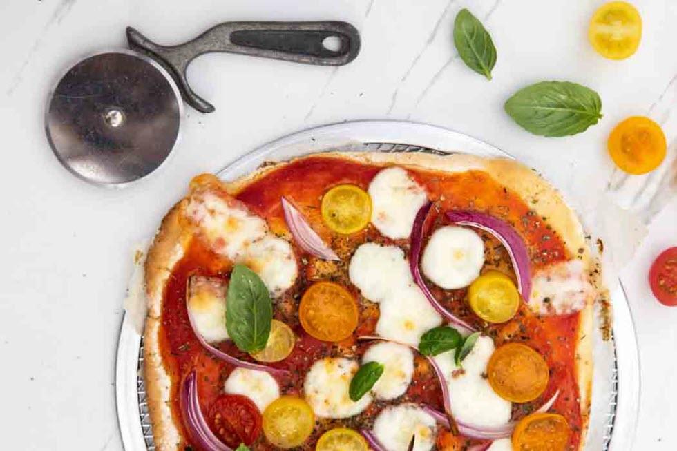 פיצה ללא גלוטן, מתאימה לפסח (צילום: שרית גופן הכנה וסטיילינג: ענת לבל)