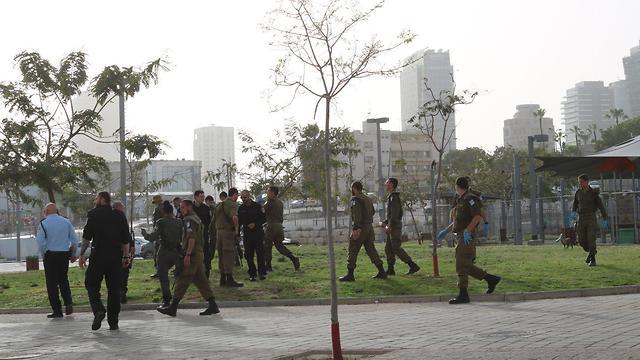 חיילי התגבור למשטרה הגיעו לתל אביב- סיור באזור התחנה המרכזית בתל אביב ()