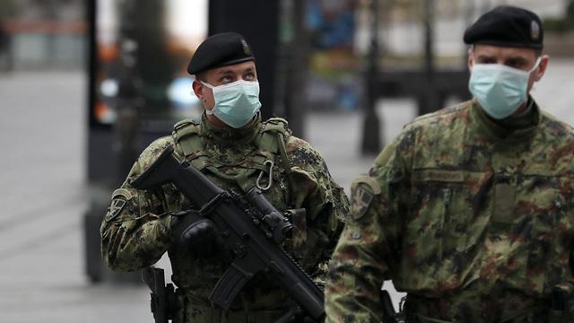 סרביה נגיף קורונה בלגרד חיילים (צילום: AP)