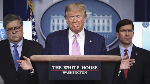 דונלד טראמפ במסיבת עיתונאים על הקורונה (צילום: EPA)