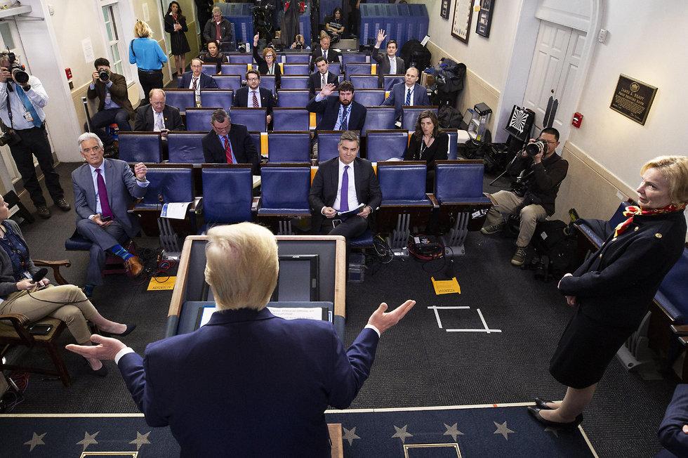 דונלד טראמפ בתדרוך (צילום: AP)