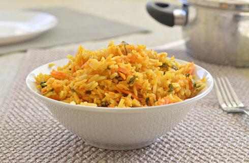 פשוט ומהיר: אורז מתובל פיקנטי בסגנון הודי (צילום: אפרת סיאצ'י)