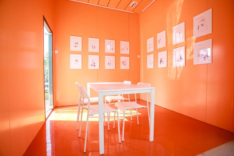 קבוצות הלמידה קטנות. התפישה החינוכית דוגלת בלמידה עצמית ובעבודה בקבוצות מתחלפות (צילום: People's Architecture Office)