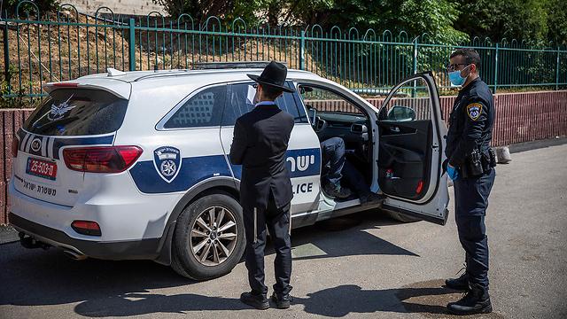 שוטרים בבני ברק (צילום: MCT)