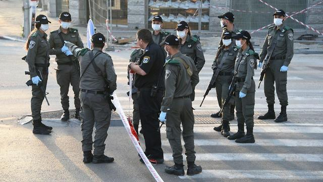 מחסומים בכניסה לבני ברק (צילום: דוברות המשטרה)