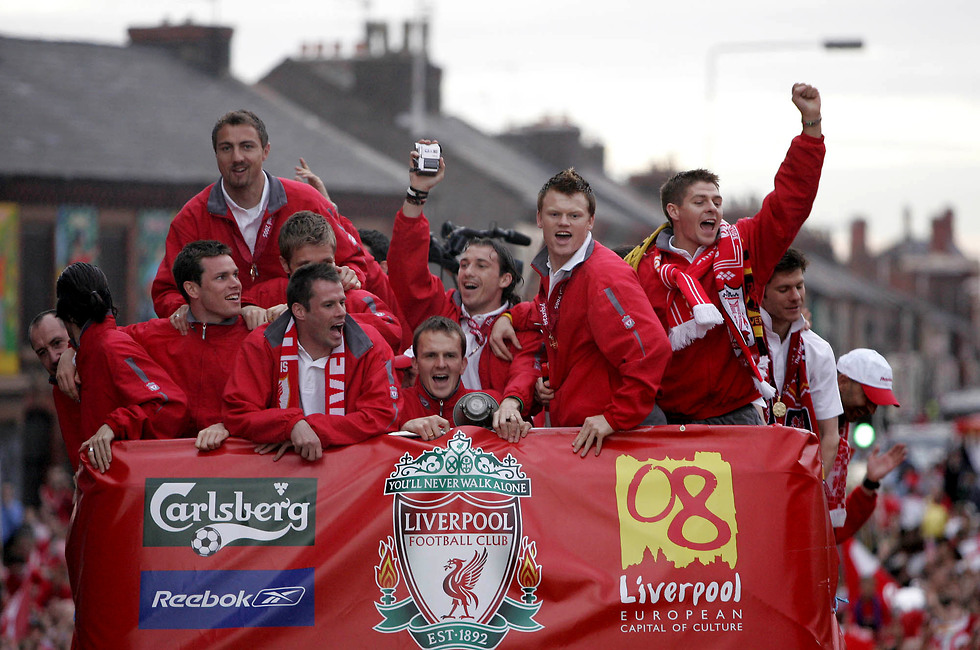 שחקני ליברפול במצעד החגיגה (צילום: AP)