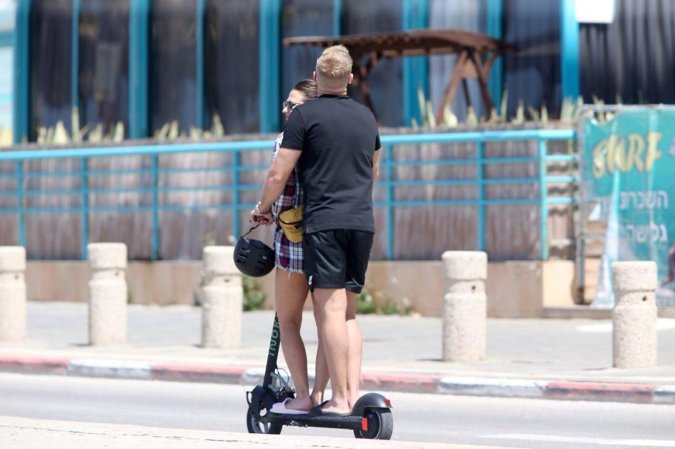 Отдыхающие в Тель-Авиве. Фото: Моти Кимхи