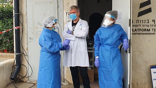 פתיחת מתחם בדיקות קורונה לאוכלוסיית המהגרים בדרום תל אביב ()