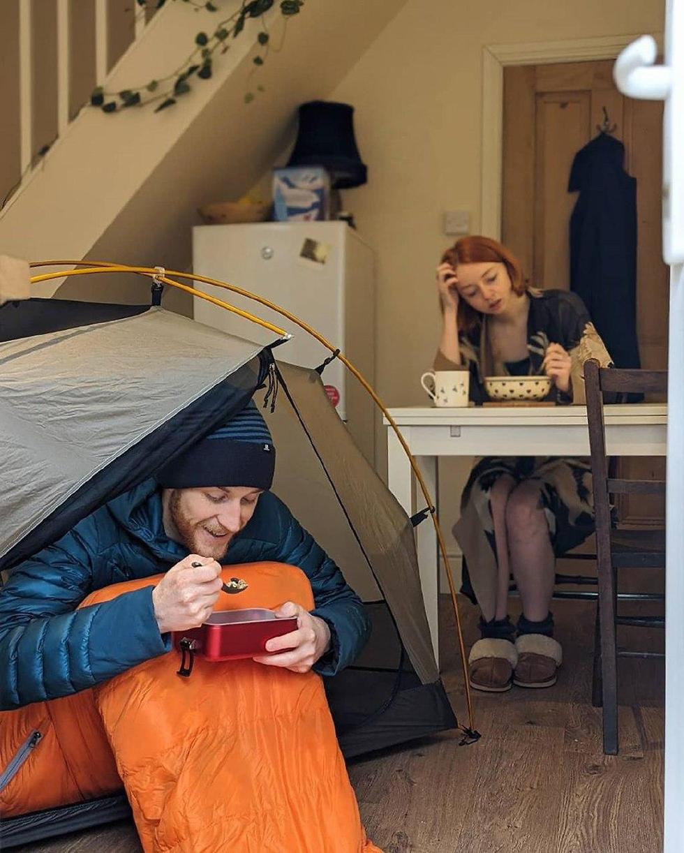 נגיף קורונה בריטניה מטפסים ל אוורסט בבית ()