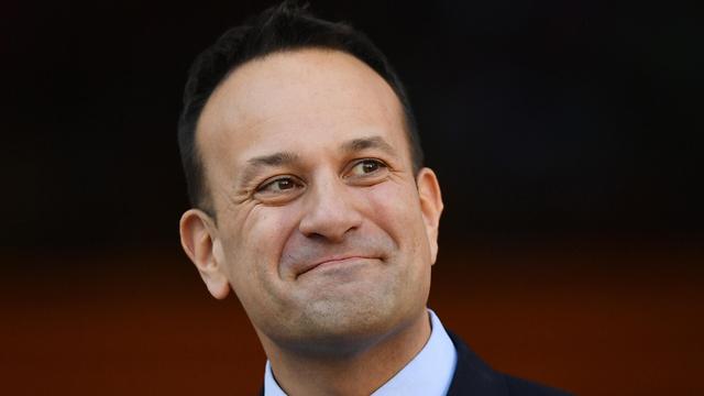 ראש ממשלת אירלנד לאו ורדקר נגיף קורונה מתנדב כ רופא (צילום: EPA)