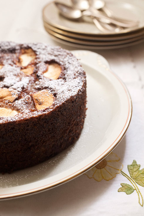 עוגת תפוחים ואגוזים  (צילום: רן גולני, סגנון: נעמה רן)