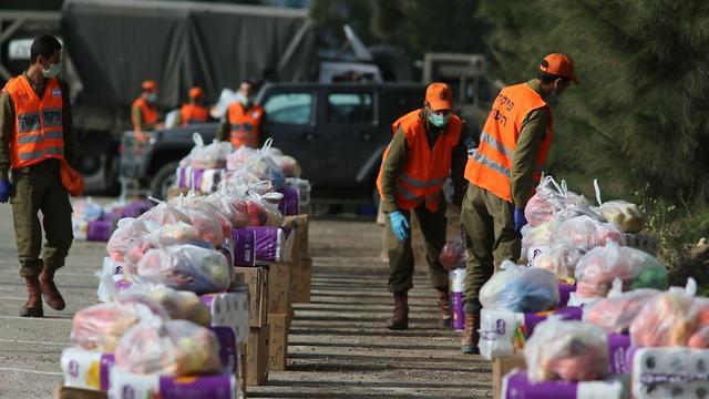 הכנת חבילות סיוע כלכלי בצה