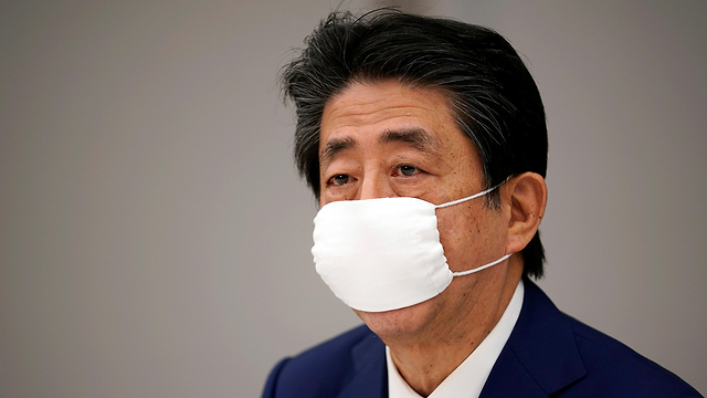 יפן שינזו אבה הכרז על מצב חירום ב טוקיו ובאזורים נוספים בגלל נגיף קורונה (צילום: רויטרס)