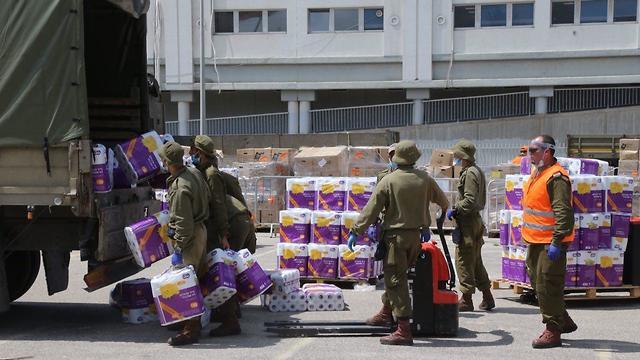 אריזות משלוחי מזון בבני ברק (צילום: מוטי קמחי )