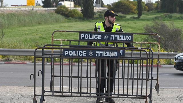 מחסומי משטרה בכניסה לאשקלון (צילום: אבי רוקח)