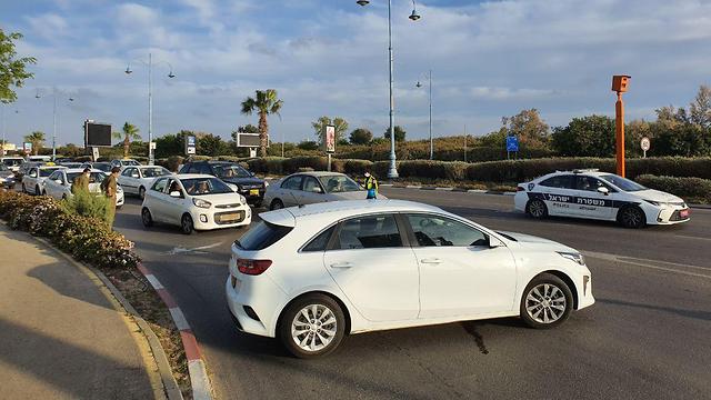 מחסומים של המשטרה בראשון לציון (צילום: שמוליק דודפור)