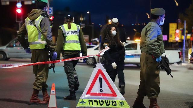 מחסום משטרה בירושלים (צילום: רועי אלמן)