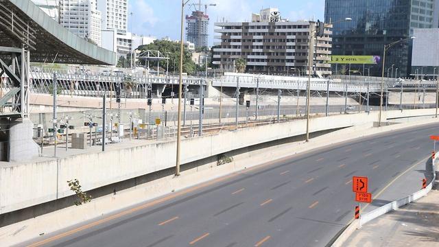 כבישים ריקים בתל אביב לקראת ערב החג הצל הקורונה (צילום: מוטי קמחי)