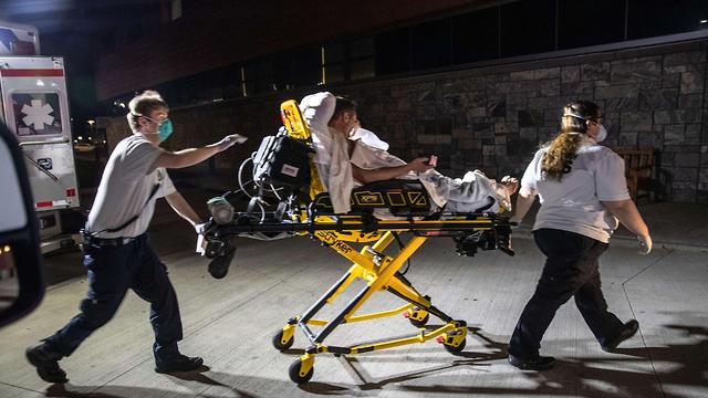 צוותי רפואה נגיף נגד קורונה  סטמפורד  ארצות הברית (צילום: AFP)
