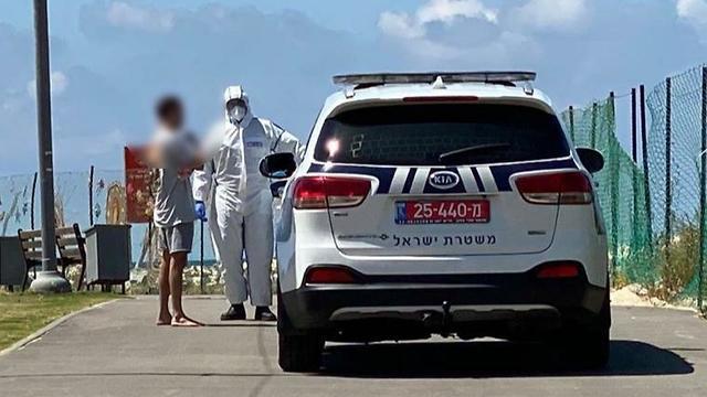 שוטרי תל אביב גילו לפני זמן קצר על הטיילת אדם שהפר בידוד (צילום: דוברות משטרת ישראל)