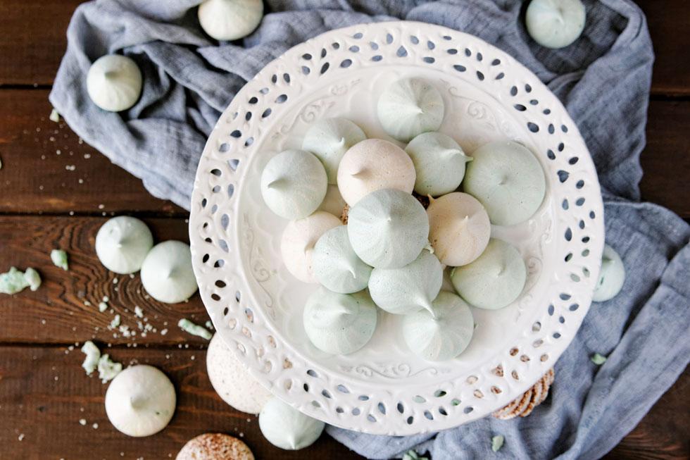 נשיקות מרנג בלי לשבור ביצה אחת , על בסיס מי חומוס (צילום: Shutterstock)