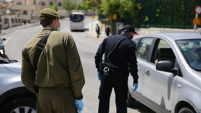 מחסום משטרתי בכניסה לשכונת הר נוף (צילום: יהונתן ולצר/TPS)