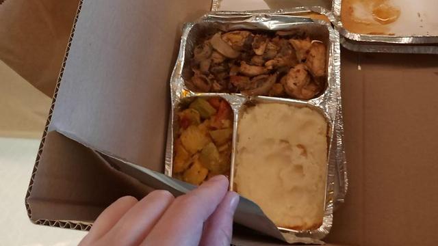 האוכל שמחולק לחדרים ()