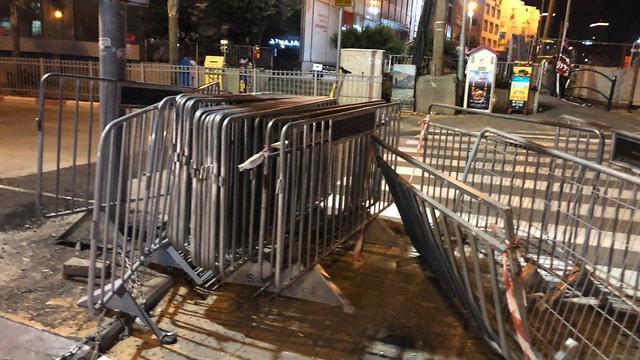 לפני הזמן המוגדר- נפתחו המחסומים בעיר בני ברק (צילום: נדב אבס)